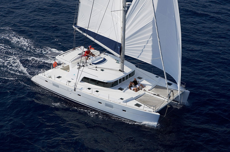catamaran sailing boat